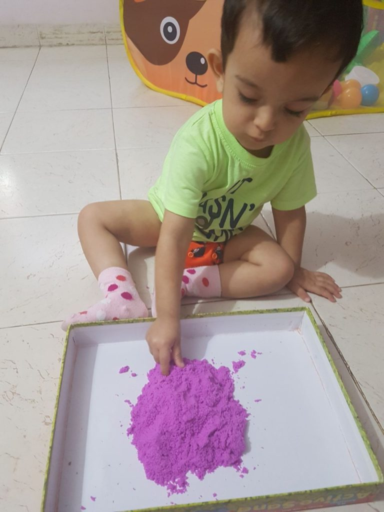 sandplay, kinetic sand, sensory activities, touch and feel activity for kids, home schooling activities for kids, sea creatures, learning about sea animals,