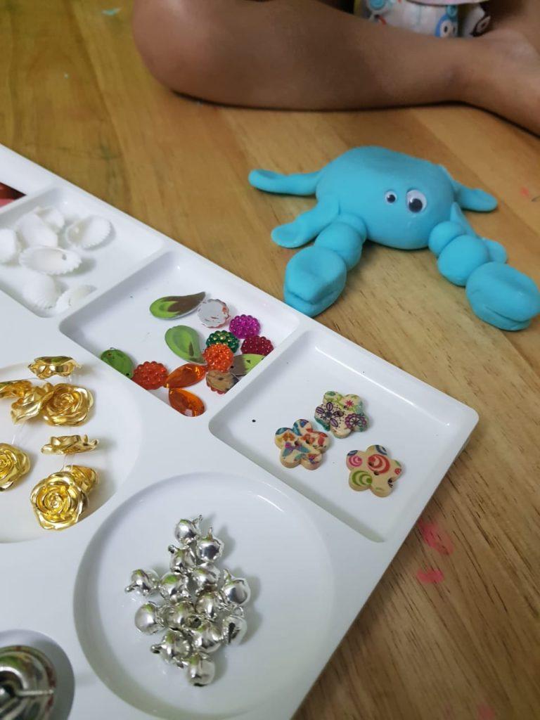 Moana activity, playdough tray, playdoh tray, playdough crab, playdoh crab, tamatoa playdough, Moana playdough, blue crab, shiny crab, Moana activities, Moana fans, play ideas for Moana, Moana play ideas, Moana theme party, Moana themed cakes, Moana play, Moana, Disney's Moana, Moana blog, Moana inspired, diy playdough, diy playdoh, diynatural, diy natural, make your own playdough, ecofriendly playdough, reusable playdough, playdough tray, playdoh tray